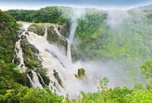 Découvrez la beauté des Barron Falls en Australie.