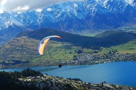 Queenstown et ses activités comme le parachute est la capitale de l'adrénaline en Nouvelle-Zélande.
