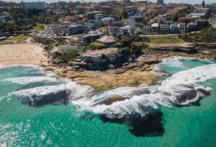 Sydney's Tamarama Beach se trouve juste à côté du centre de Sydney en Australie.
