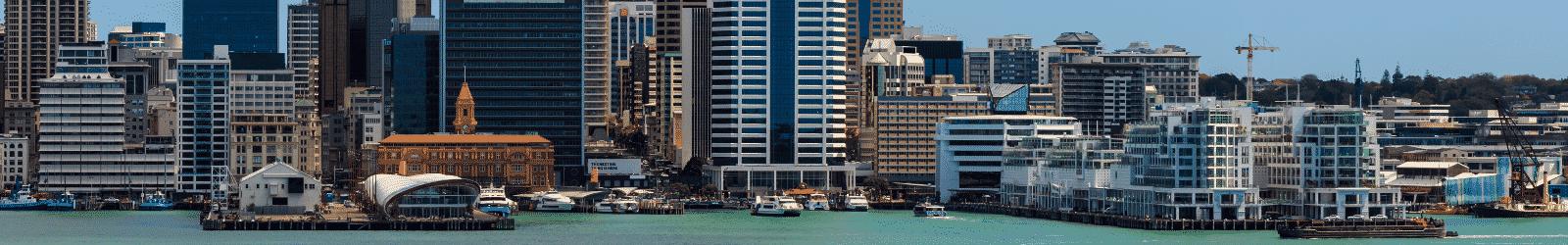 Le port d'Auckland en Nouvelle-Zélande, point de départ pour un petit tour en mer lors de votre WHV.