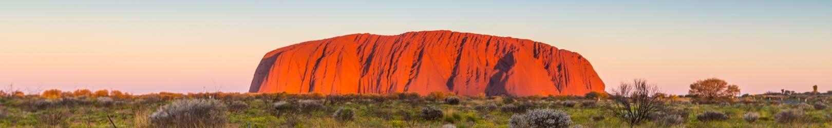 Découvrez les terres rouges d'Australie en visitant l'Outback Uluru.